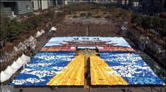 About 6,000 Shinchonji graduates made the wonderful card section on 20 November 2012.