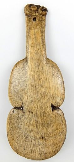 This article aims to help the reader understand and distinguish the different types of Maori Weapons. To understand Maori weapons and their intended specialized functions. Maori Tribe, Polynesian Art, Maori Art, Military Weapons, Tribal Art, Cool Art, Carving, Club, Cool Stuff