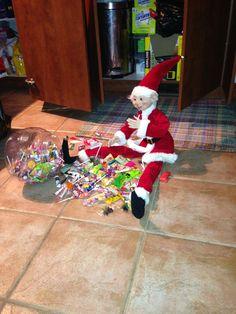 Tour de lutin Christmas Elf, Elves, Elf On The Shelf, Shelf Ideas, Holiday Decor, Tours, Drink, Home Decor, Food