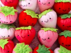 I am smitten with these darling little handmade plush strawberries from Fresh Crayons! All proceeds from these cuties benefit the CCFA. Kawaii Crafts, Cute Crafts, Felt Crafts, Diy Crafts, Kawaii Plush, Cute Plush, Kawaii Cute, Couture Montessori, Marshmallows