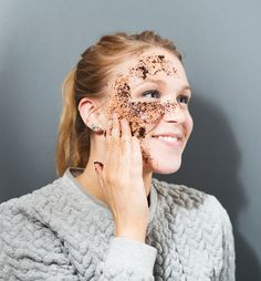 Get firmer, tighter skin with this at-home DIY coffee mask. Coffee Cellulite Scrub, Coffee Face Scrub, Coffee Mask, Tighter Skin, Body Scrub Recipe, Face Scrub Homemade, I Love Makeup, Good Skin, Beauty Tips