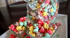 Colorific Caramel Popcorn If you want to try something different you got to try this recipe. The Colorific Caramel Popcorn will impress your friends and … Sweet Popcorn, Popcorn Snacks, Popcorn Recipes, Snack Recipes, Dessert Recipes, Desserts, Popcorn Balls, Gourmet Popcorn, Drink Recipes