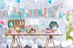 Fun Party Decor   Eye-catching #Candybuffet #dessertbuffet