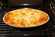 Sardische Lasagne di Pane Carasau Tim Mälzer Kitchen Impossible, Bechamel Sauce, Macaroni And Cheese, Pie, Pasta, Ethnic Recipes, Desserts, Food, Lasagna