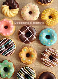 Donuts decorated with Vitantonio by sae Fancy Donuts, Cute Donuts, Mini Donuts, Baked Donuts, Dunkin Donuts, Delicious Donuts, Delicious Desserts, Yummy Food, Donut Decorations