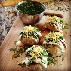 I want some pani puri! Miss indian food from India 😞 Pani Puri Recipe, Chaat Recipe, Indian Snacks, Indian Food Recipes, Ethnic Recipes, Good Food, Yummy Food, Tasty, Puri Recipes