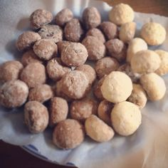 Snowball cookies. Plain flavor and cocoa flavor.