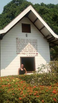 Pude conocer el lugar donde nació la inspiración de mi autor favorito y me di cuenta que despierta admiración y desprecio en su terruño ... Casa  Gabo Aracataca Magdalena