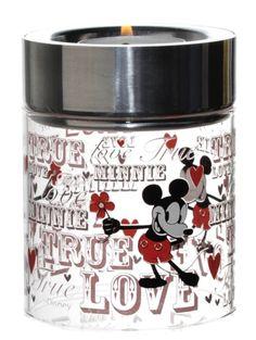 Mikki & Minni -kynttilälyhty, pinkki Pinkki rakkausaiheinen kynttilälyhty ilahduttaa talven pimeydessä. Voit asettaa tuikun joko lasin sisälle tai päälle. Halkaisija 7,5 cm