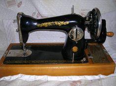 швейная ручная машинка,Подольск класс 142. Пользуюсь по сегодняшний день, работает как часы. Шью иглой 130 нитью 30. легко. брезент не толстую замшу кожу.