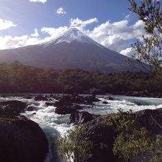 Saltos de Petrohue y Volcán Osorno, Puerto Varas, X Región de Los Lagos. Fotografía de Tere Prat
