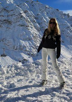 after ski - Sofi Chalet Girl, Alpe D Huez, Ski Season, Ski Fashion, Sporty Girls, Snow Skiing, Winter Pictures, Ski And Snowboard, Baby Winter
