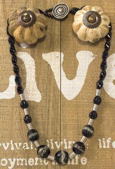 Anleitung für Kette aus schwarzen #Perlen Instructions for #necklace made from black beads in German