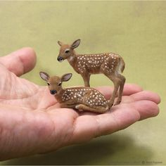 Dollhouse Miniature fawn sculptures of BeeSputty clay, wire, paint & alpaca fiber & flock. Needle Felting Tutorials, Miniature Crafts, Clay Animals, Baby Deer, Needle Felted Animals, Wet Felting, Animal Sculptures, Felt Toys, Soft Sculpture