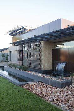 House Abo   Water feature   Nico van der Meulen Architects #Contemporary #Water #Residence