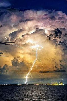 Thunder strike, storm, beauty of Nature, lightning Cool Pictures, Cool Photos, Beautiful Pictures, All Nature, Amazing Nature, Beauty Of Nature, Beauty Water, Beautiful Sky, Beautiful World