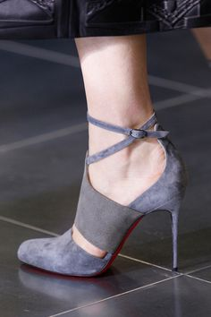Mary Katrantzou Fall 2013 Ready-to-Wear Fashion Show Details Hot Shoes, Crazy Shoes, Me Too Shoes, Zapatos Shoes, Shoes Heels, Shoes Pic, Gray Heels, Louboutin Shoes, Pretty Shoes