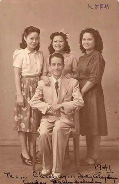 Tia Dely, Chichay, Delia Atay-Atayan and Andoy Balunbalunan Philippines Fashion, Philippines Culture, Manila Philippines, Jose Rizal, Filipino Fashion, 1950s Fashion Women, Philippine Women, Filipino Culture, Filipiniana