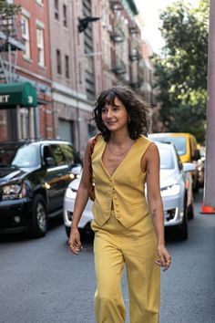 263 of the Best Street Style Looks From New York Fashion Week - Man Repeller Summer Street, Spring Summer, Man Repeller, Great Women, Cool Street Fashion, Street Style Looks, Comfortable Fashion, New York Fashion, Stylish