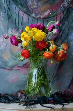 ❥ the shawl behind the flowers... :)