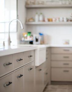 Backyard Garden Design, Kitchen Design, Kitchen Ideas, Kitchen Cabinets, House Design, Interior Design, Architecture, Furniture, Small Kitchens