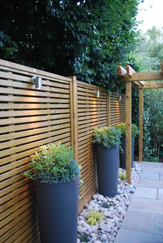 Awesome 36 Amazing Fence Design Ideas For Small Backyard To Try. # backyard garden design 36 Amazing Fence Design Ideas For Small Backyard To Try Backyard Patio Designs, Small Backyard Landscaping, Backyard Fences, Landscaping Ideas, Fenced In Backyard Ideas, Driveway Fence, Patio Fence, Backyard Greenhouse, Hillside Landscaping
