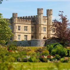 Leeds Castle, Kent #guidesforbrides #castleweddingvenue #fairytaleweddingvenue