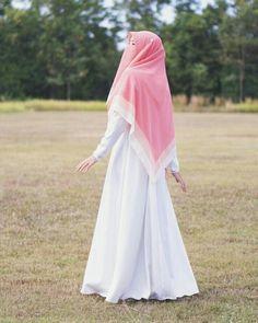 Hijab Gown, Hijab Style Dress, Hijab Niqab, Muslim Hijab, Arab Girls Hijab, Muslim Girls, Muslim Women, Hijabi Girl, Girl Hijab
