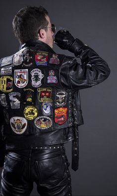 - Leather and the men who wear it - Tight Leather Pants, Leather Gloves, Leather Men, Leather Jackets, Punk Looks, Suit Shoes, Leder Outfits, Hard Hats, Motorcycle Leather