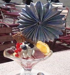 Ein Lolly für einen Eisbecher oder Cocktailglas aus Geldscheinen zu falten ist eine sehr schöne Methode, um ein dekoratives Geldgeschenk zu überreichen. Dies sorgt dafür, dass euer Geschenk für lan…