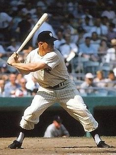 Mickey Mantle Baseball Classic, New York Yankees Baseball, Yankees Fan, Baseball Photos, Sports Baseball, Basketball, Equipo Milwaukee Brewers, Famous Baseball Players, Sport