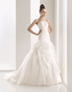 Chic strapless ball gown chapel train bridal gowns