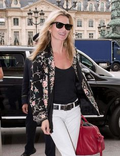 Floral blazer and Ray bans - Kate Moss
