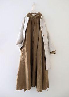 단추 린넨 코트 원피스 Street Hijab Fashion, Muslim Fashion, Modest Fashion, Korean Fashion, Fashion Dresses, Dresses For Hijab, Dresses Dresses, Casual Hijab Outfit, Casual Outfits