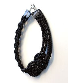 KNOT ROPE NECKLACE