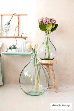 Dame jeanne 10 deco concepts and 5 sensible ideas Glass Jug, Deco Floral, Vintage Bottles, Bottles And Jars, Glass Bottles, Home And Deco, Vases Decor, Flower Decorations, Home Accessories