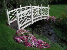 These design ideas for mini-bridges in your garden are perfect if you have a small lake or stream.
