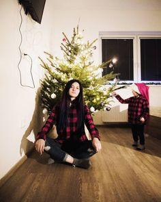 "Ayshen Beylerzadeh on Instagram: ""Tory Burch Pre Fall 2020 Collection Yayliq printini sevdim ✨ Bele en beyendiyim look N 3 @toryburch #toryburch #toryburchcollection…"" Tory Burch, Christmas Tree, My Style, Holiday Decor, Fall, Collection, Instagram, Teal Christmas Tree, Autumn"