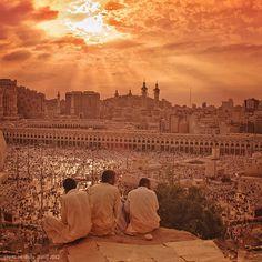 Beautiful view of the sunset in Mekka Mecca Madinah, Masjid Al Haram, Mekkah, A Matter Of Faith, Islam Religion, Urban Life, Another World, Saudi Arabia, Merida