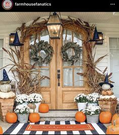 Front Door Entrance, Front Porch, Front Doors, Valspar Paint, Fall Halloween, Seasonal Decor, Chalk Paint, Seasons, Table Decorations