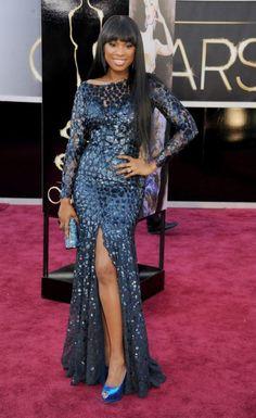 Jennifer Hudson en un vestido largo en color azul eléctrico con mangas largas y transparencias - Foto Roberto Cavalli Facebook