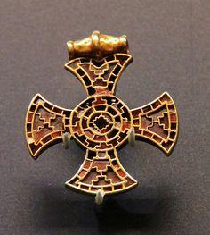 Jewelled cross-shaped pendant @ Ashmolean Museum, Oxford; Anglo-Saxon 600-700, Ixworth, Suffork, England.