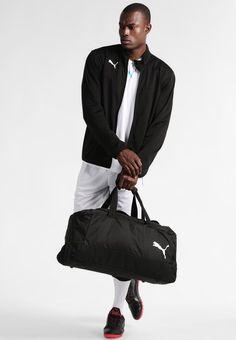 307d84c2987a3 ¡Consigue este tipo de bolsa de deporte de Puma ahora! Haz clic para ver