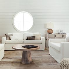 Sumptuous white fabric sofa to insert in your relaxation ambience: for a coastal-retreat-inspired room, to re-create a style from the Hamptons or for a bright room at the cottage, this sofa is the piece of furniture for you
