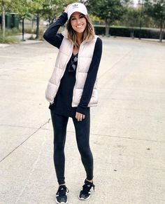 Outfits with leggings - 40 Ways to Style Leggings! – Outfits with leggings Cute Outfits With Leggings, Black Leggings Outfit, Boots And Leggings, Spanx Faux Leather Leggings, How To Wear Leggings, Sweaters And Leggings, Tops For Leggings, Leggings Fashion, Legging Outfits