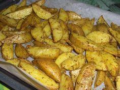 Potatoes maison (pommes de terre au four) les potatoes que je fais tout le temps elles sont délicieuses et si simple à réaliser !!!! Potatoes In Oven, Fried Potatoes, Plats Ramadan, Scones Ingredients, Grilling Sides, Grilled Tomatoes, Cooking On The Grill, Healthy Cooking, Batch Cooking