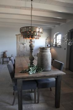 Rustic Shabby Chic, Wabi Sabi, Decoration, Country Living, Interior Inspiration, Dining Table, Dining Rooms, Chandelier, Ceiling Lights
