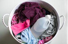 Se vierte el vinagre en la lavadora. Cuando veas por qué lo hace, querrás hacerlo tú también.
