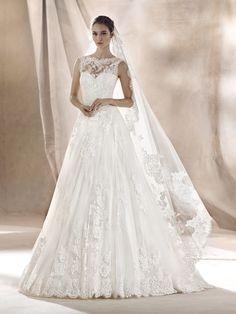 SARA sweetheart neckline wedding dress
