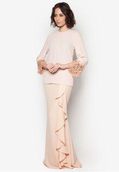 Jozua Baju Kurung Muslim Fashion, Asian Fashion, Hijab Fashion, Fashion Beauty, Fashion Dresses, Baju Kurung Moden Lace, Malay Wedding Dress, 2 Piece Outfits, Haute Couture Fashion